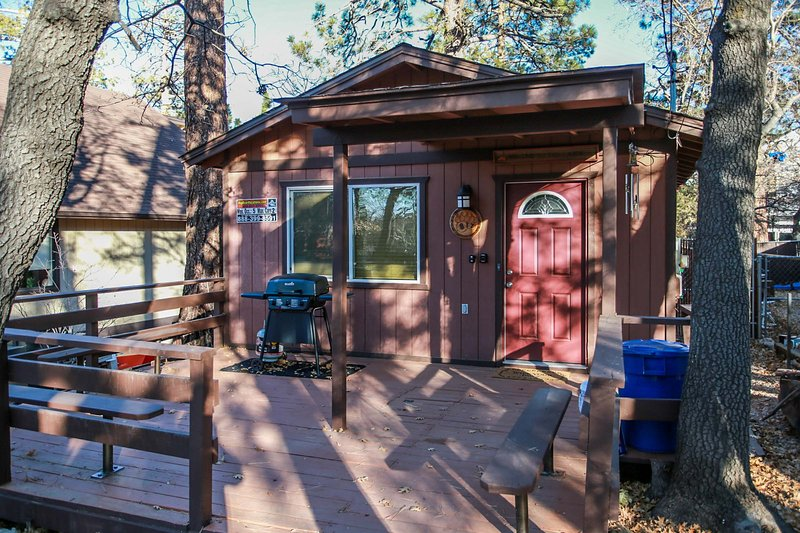 Cute & Cozy Ultra Relaxing 2BR Modern Single Story / Private Hot Tub, holiday rental in Sugarloaf