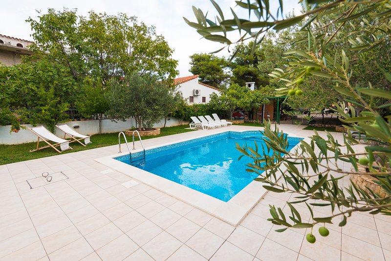 Villa Croatica Lavender Apartment, holiday rental in Zaboric