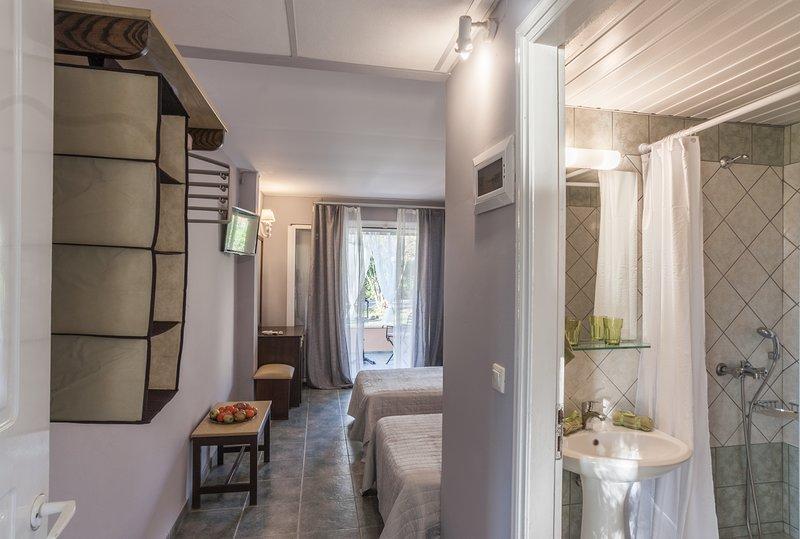 Bed & breakfast tellis romantic rooms with pool, near the beach room 1 out of 9, aluguéis de temporada em Moraitika