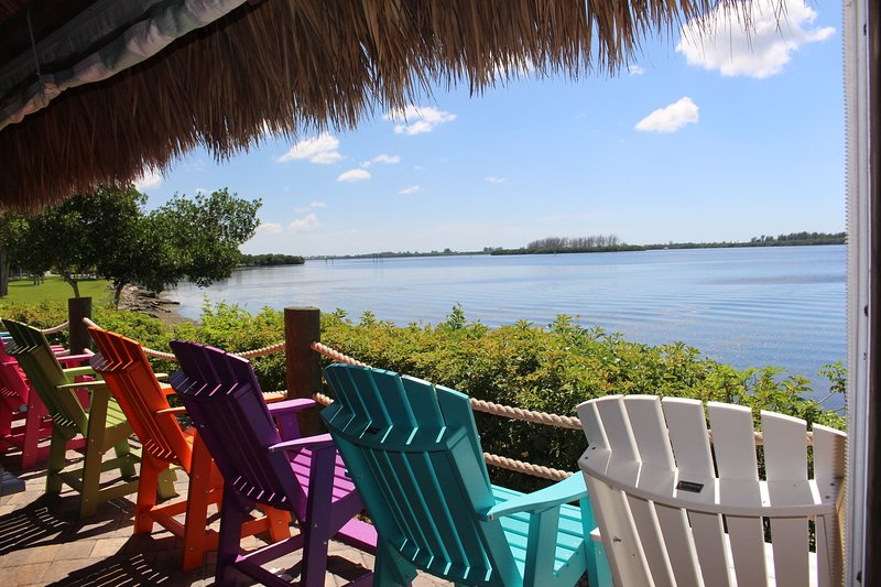 The Perfect Home in South Gulf Cove. Fabulous villa with spa, pool and 2 master, vacation rental in Port Charlotte