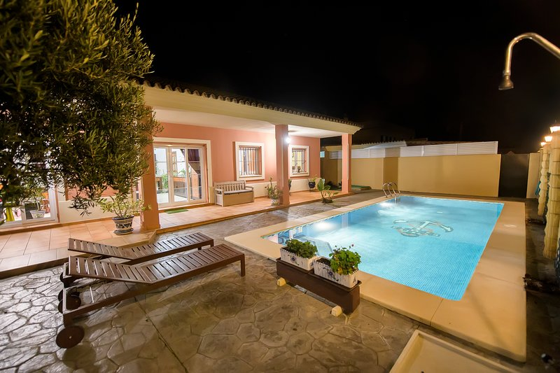 Spacious villa with swimming-pool – semesterbostad i Chipiona
