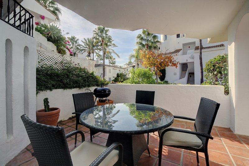 Beatiful newly renovated 3 bedroom apartment, aluguéis de temporada em Jose de Puerto Banús