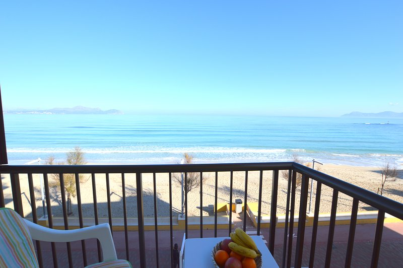 FIRST LINE BEACH APARTMENT IN CAN PICAFORT, vacation rental in Ca'n Picafort