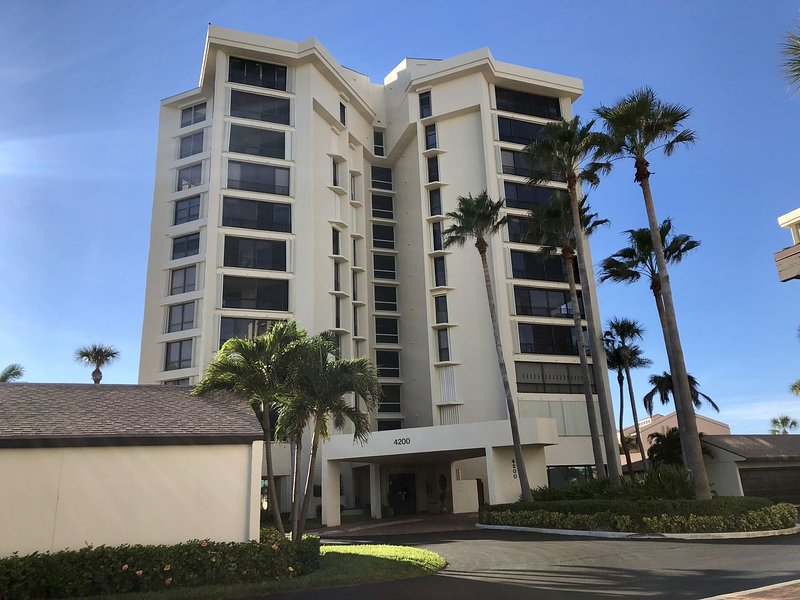 SS 4234 Ocean/Pool View Condo-Welcome to Paradise, holiday rental in Hutchinson Island