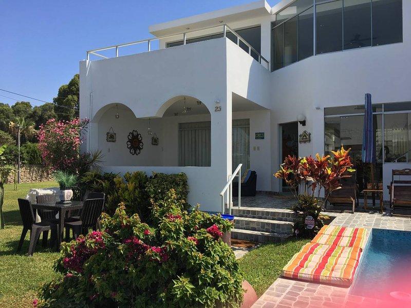 Beach House in Asia - Walk to Boulevard and Cayma Beach, alquiler de vacaciones en Asia