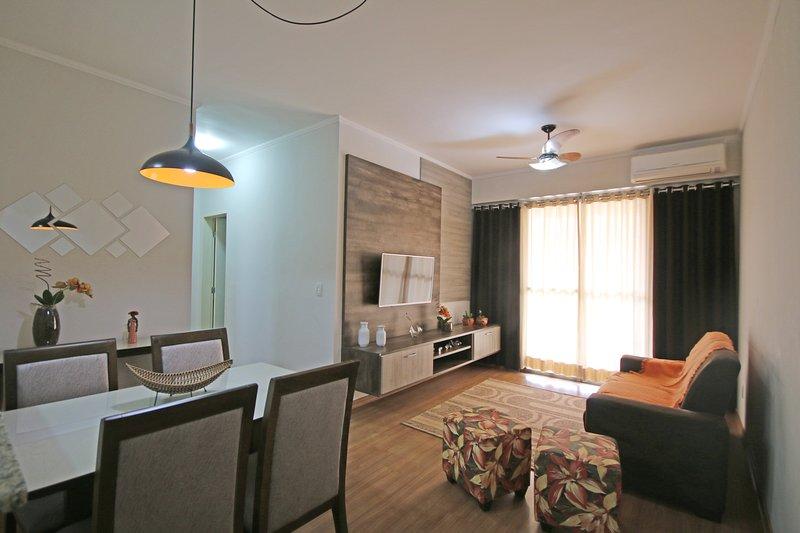 Salon et salle à manger - climatisation et ventilateur de plafond
