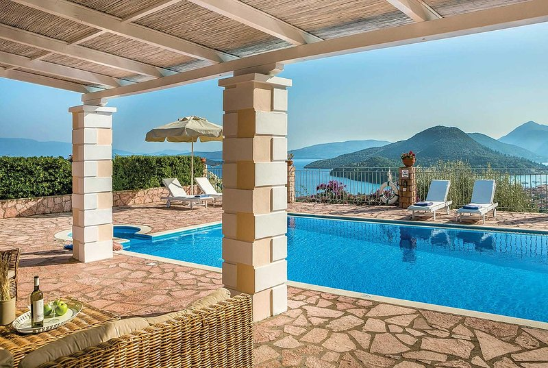 Hillside villa with pool and lovely views., vacation rental in Perigiali