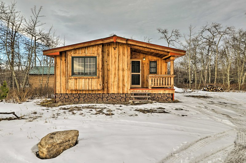 Babb Cabin - 5 Minutes to Glacier National Park!, vacation rental in Babb
