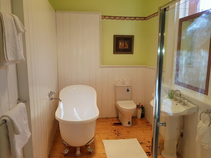 Maids Quarters Coragulac House Cottages, holiday rental in Colac