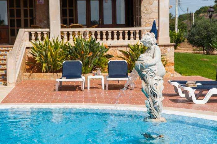 s'Horta Farmhouse Sleeps 10 with Air Con and WiFi - 5000765, location de vacances à S' Horta
