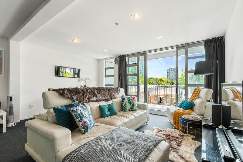 Large weekly and Monthly discount -  Spacious 3BR Apartment ✨ In the Heart of Au, vacation rental in Remuera