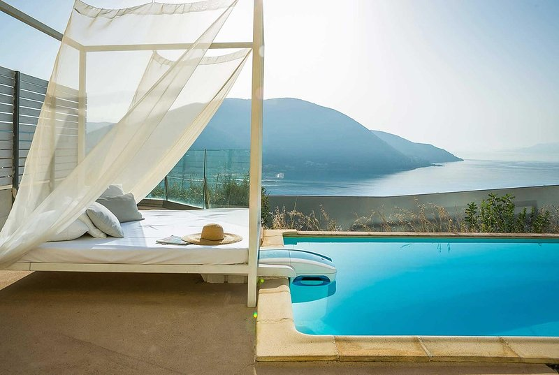 Stunning sea views,comfortable one bedroom villa, holiday rental in Dragano