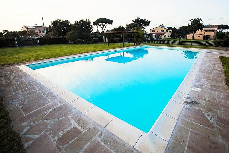 Donoratico Villa Sleeps 4 with Pool Air Con and WiFi - 5720221, vacation rental in Donoratico