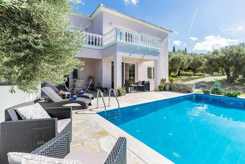 Villa reached by winding narrow roads,harbour view, holiday rental in Stafylos