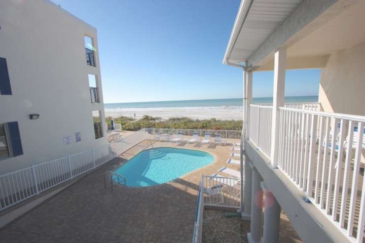 On the Beach! Pet Friendly, Pool, BBQ, Balcony, Free Wi-Fi, Cable & Parking-201, vacation rental in Belleair Beach