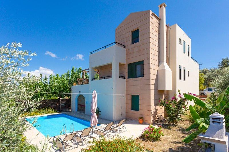 Villa Olive: Large Private Pool, Sea Views, A/C, WiFi, aluguéis de temporada em Kato Valsamonero