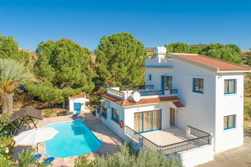 Villa Charoula Ena: Large Private Pool, A/C, WiFi, holiday rental in Steni
