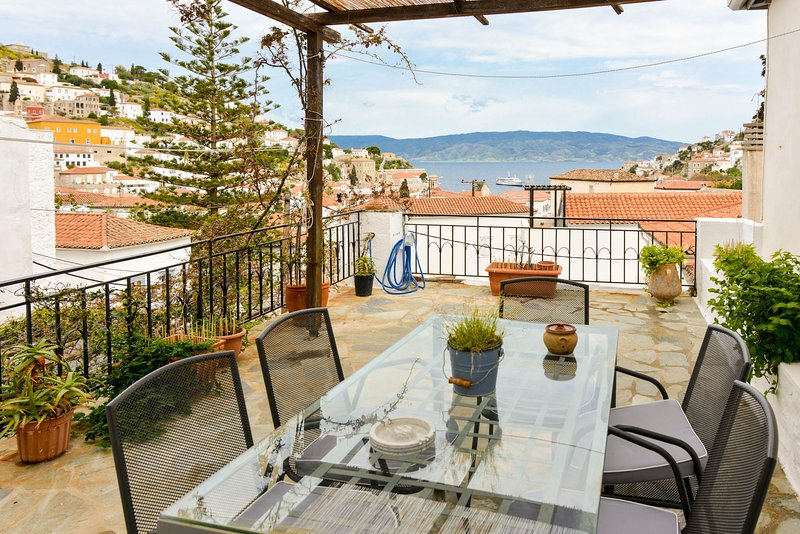 Hydra town, panoramic terrace sea view, holiday rental in Hydra