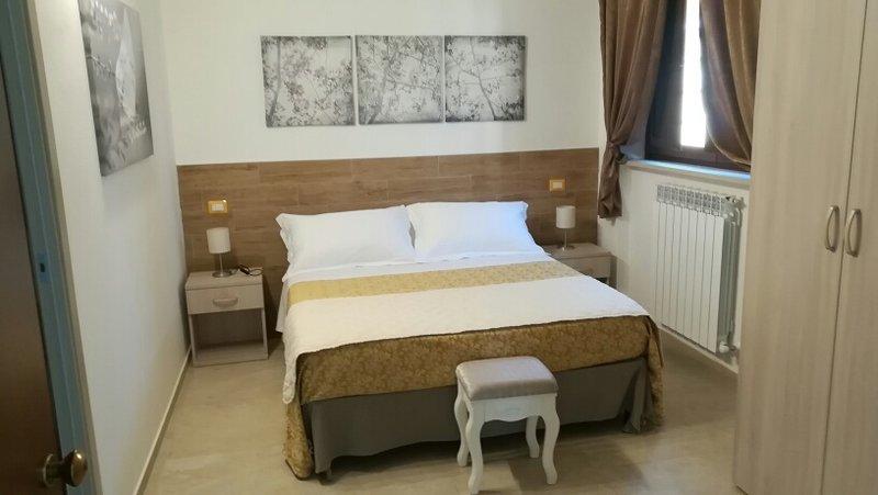 COUNTRY HOUSE BORGO PRATOLE  b&b  CAMERE e APPARTAMENTI, holiday rental in Appignano