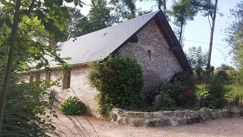 Beautiful house with terrace & Wifi, holiday rental in Saint-Aubin-de-Bonneval
