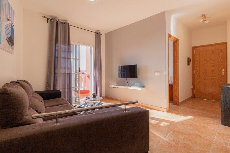 Three Bedroom Apartment Near Santa Cruz, holiday rental in Llano del Moro