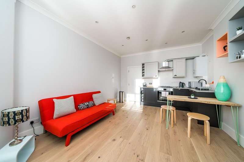 NEW Chic & Stylish 1 Bedroom Flat Chiswick Centre, Ferienwohnung in Hounslow
