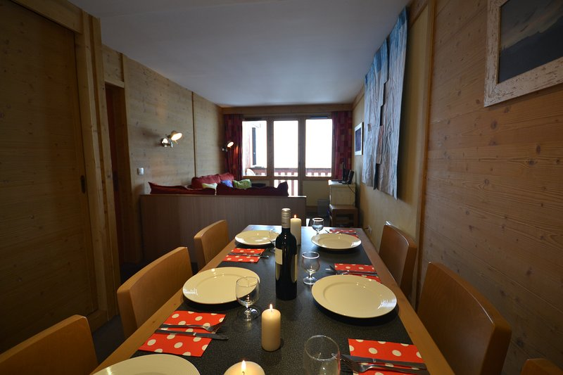 Stunning 2 bedroom apartment ski in/out Bois Gentil Les Coches, holiday rental in Les Coches