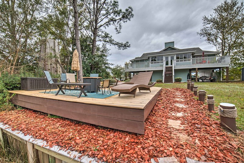 Unique Milton Home w/ Fire Pit, Dock & Grill!, holiday rental in Milton