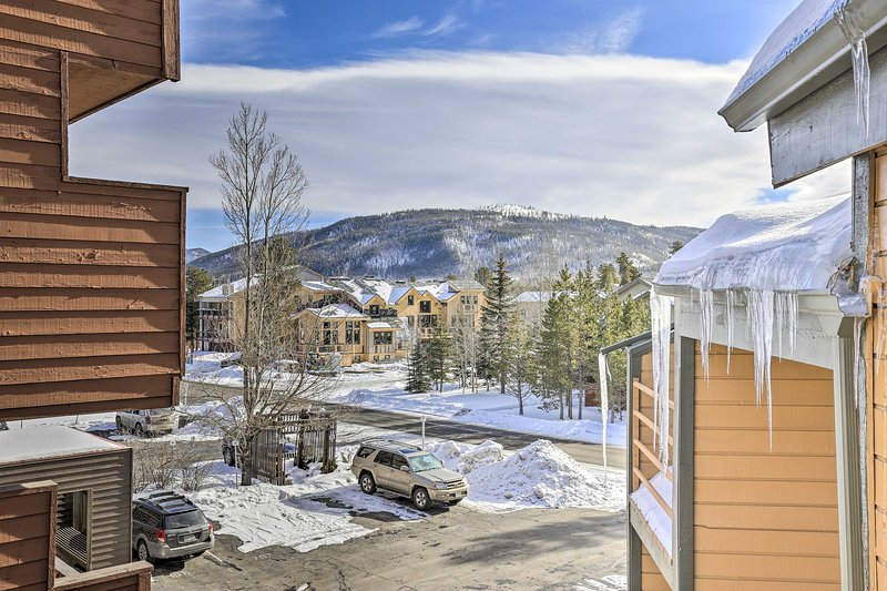 Ritirati sulle Montagne Rocciose del Colorado in questa casa vacanze con 3 camere da letto e 3 bagni.