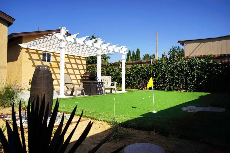 Outdoor-living oasis to BBQ, relax & enjoy putting green golf