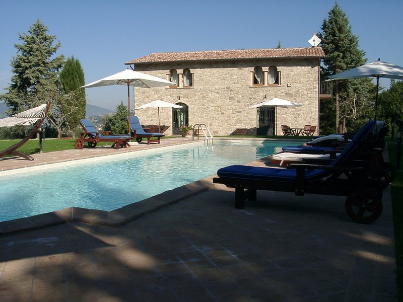 Villa Cottage Umbertide, close to Gubbio and Assisi, with panoramic pool, alquiler vacacional en Ramazzano