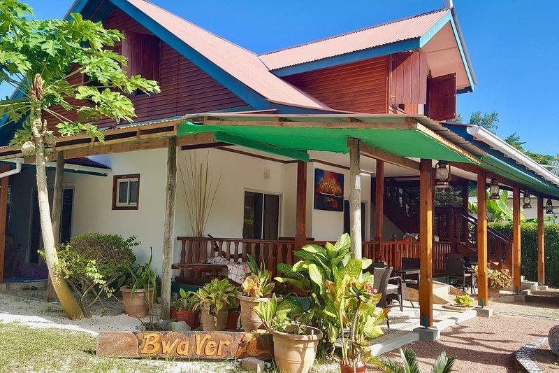 BWA KANEL - Chambre d'hôte - 5mn Source d'Argent, location de vacances à La Digue Island