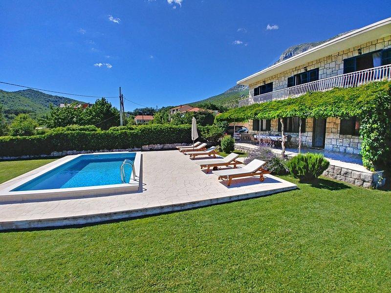 Villa Vukovic, vacation rental in Omis