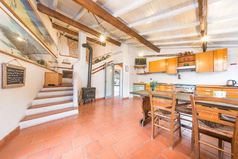 Cozy Guest house for two!, vacation rental in Finale Ligure
