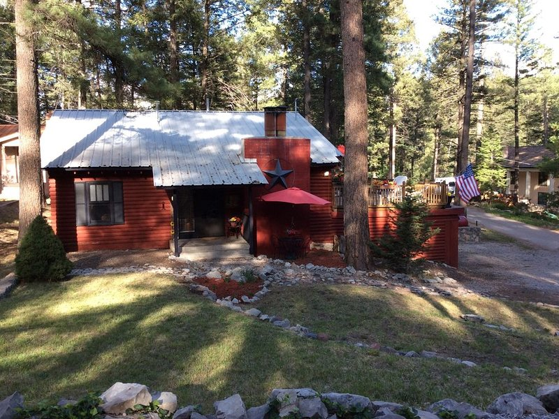 Troy's Mountain Retreat No stairs all one level. $150 6 guests. Great location!, holiday rental in Cloudcroft