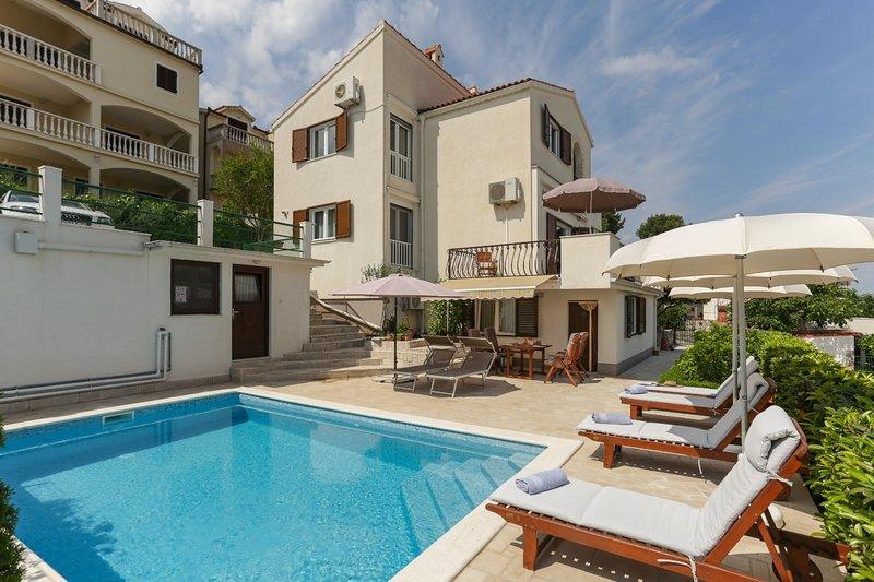 Dupla H(8+4) - Okrug Donji, vacation rental in Gornji Seget