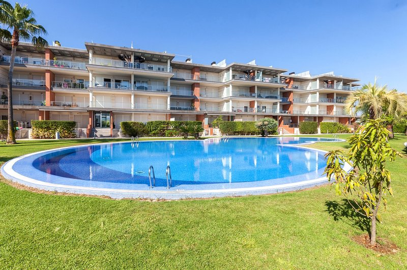 HAPPY  - Apartment for 4 people in Oliva Nova, holiday rental in Oliva