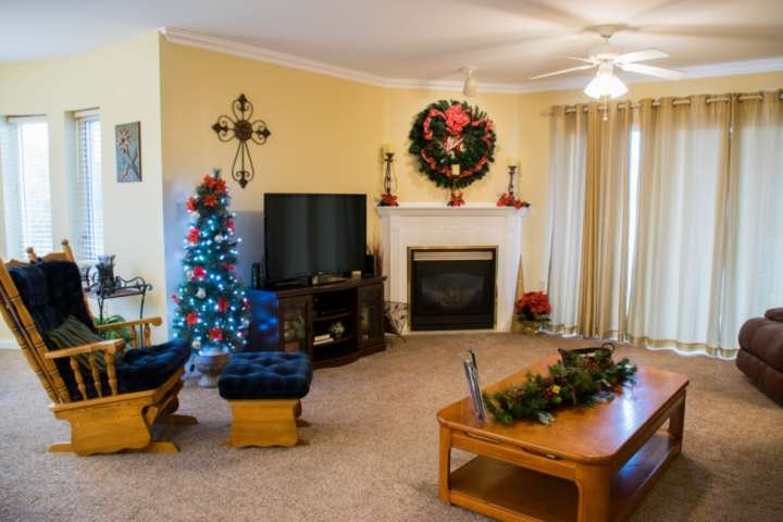Cozy nights, hot cocoa and Christmas Memories ~ Welcome to Golf Vista #152!