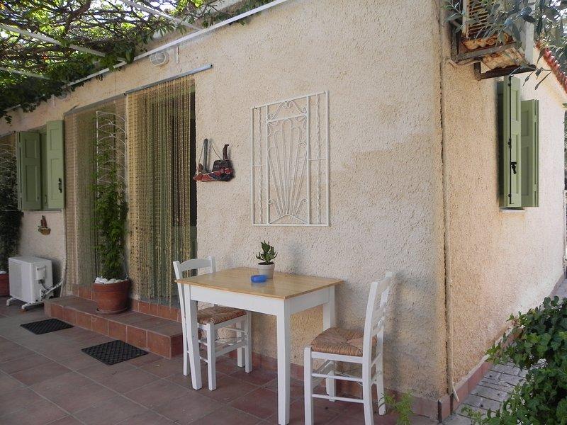 'Antonis' Gemütliches Zimmer am Traumstrand Tarti, Ferienwohnung in Varia