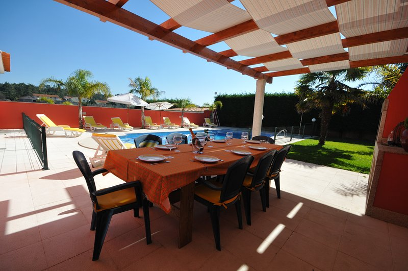 Esposende Villa Sleeps 11 with Pool Air Con and WiFi - 5718910, holiday rental in Apulia
