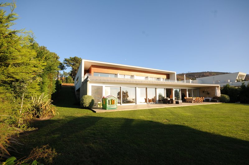 Gateira Villa Sleeps 8 with Pool and WiFi - 5718922, alquiler vacacional en Moledo