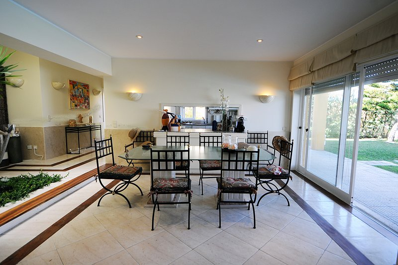 Marinhas Villa Sleeps 9 with Pool and WiFi - 5718924, holiday rental in Belinho