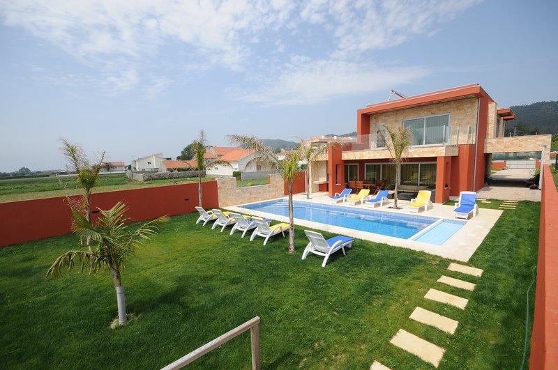 Marinhas Villa Sleeps 10 with Pool and WiFi - 5718928, aluguéis de temporada em Forjães