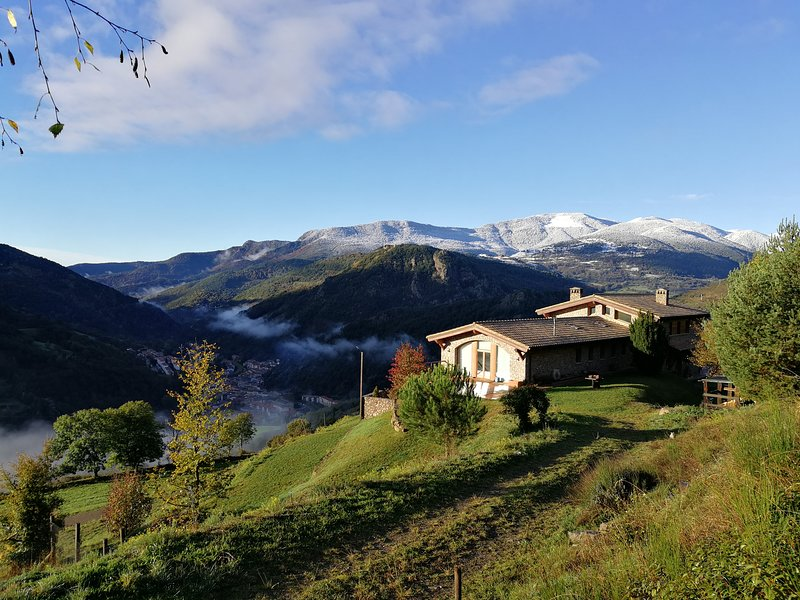 Deluxe room named Desig with views to the Pyrenees – semesterbostad i Sant Joan de les Abadesses