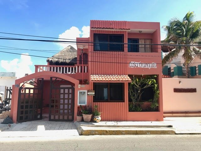 Cozy Oceanfront two Bedroom House-Casa Tranquila Beach House – semesterbostad i Isla Mujeres