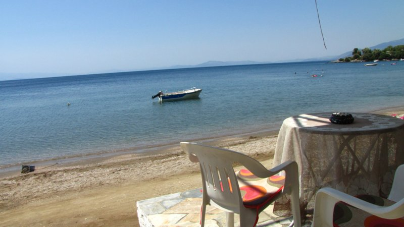 Paralia House in Lefokastro in frond of the beach, holiday rental in Kalamos