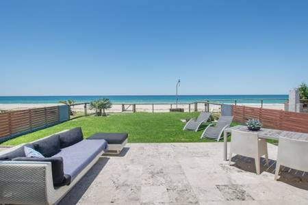 Luxury Family 4 bedroom Home (On The Beach), vacation rental in Burleigh Waters