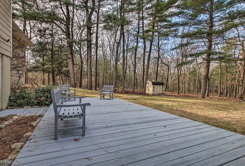 Situated on 3 acres, the property offers 4 bedrooms and 3 bathrooms for 10.