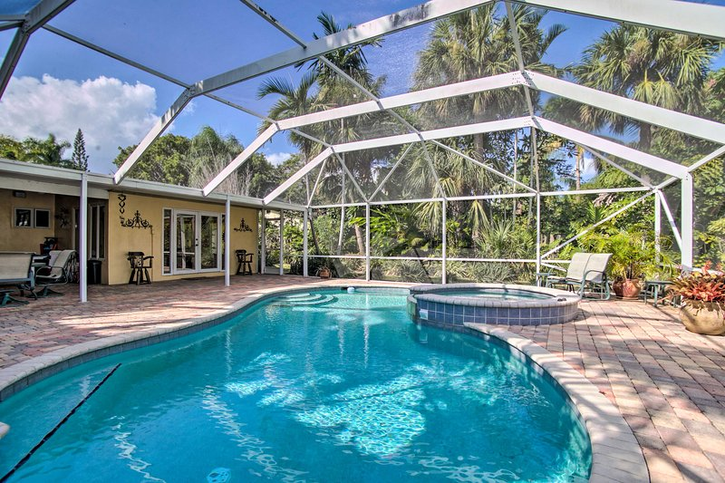 Dive into relaxation at this 2-bedroom, 2-bath home for 5.