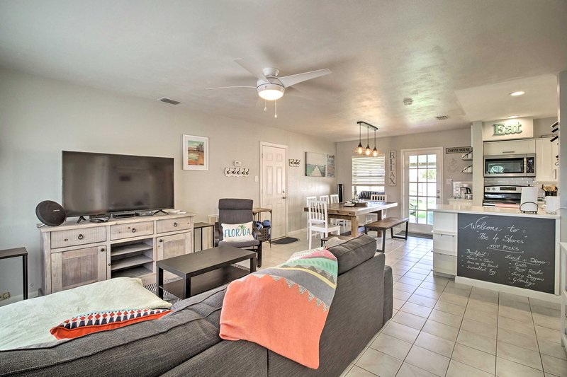 Satellite Beach House w/ Patio - Walk to Ocean!, holiday rental in Palm Shores